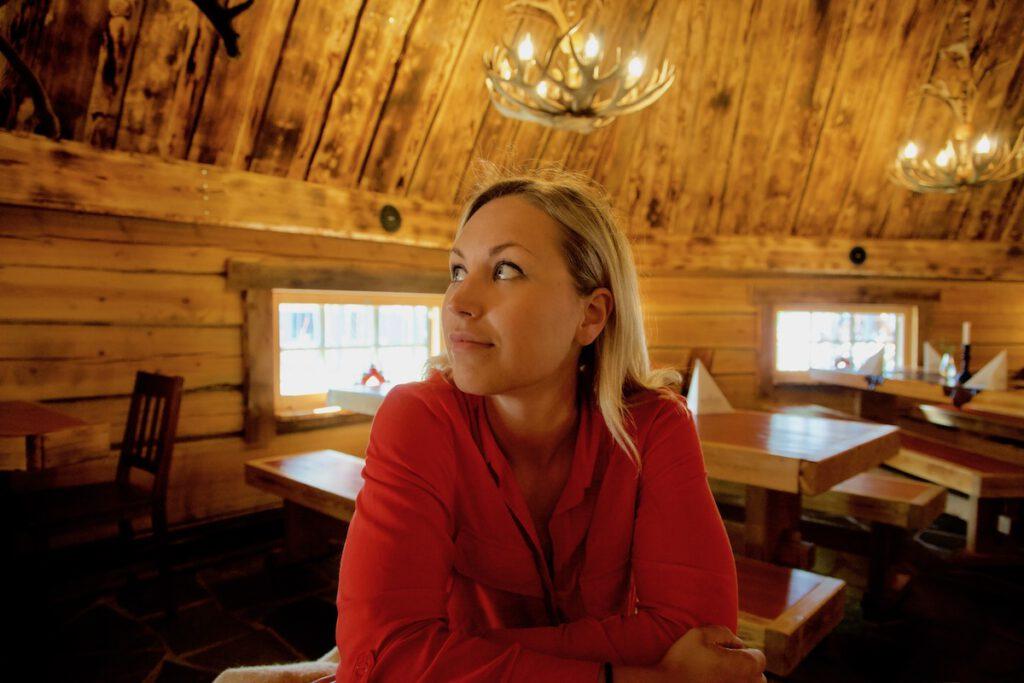 Kotahovi Rovaniemi syömässä