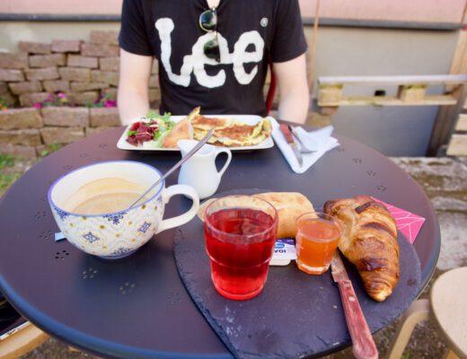 Vääksyn Ranskalaisen kyläkaupan aamiainen